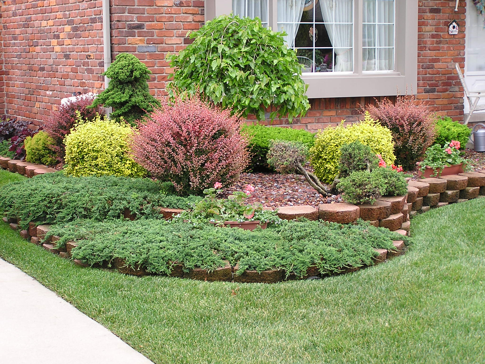 Marvelous Small Front Gardening Ideas With Green Garden And Flower Outdoor  Decors As Inspiring Front Yard Landscaping Ideas With Brick Wall Facade  Country ...